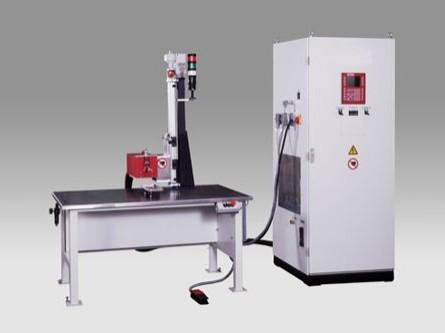 Einfach-Tischlötanlage - Diese Induktions-Einfach- Tischlötanlage ist für die Klein- bis Mittelserienfertigung geeignet.