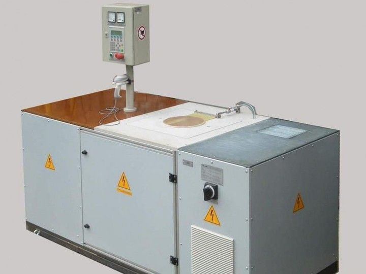 Universal Induction Heating Machine - Perfect for inductive heating, brazing and heat shrinking for electrical motor construction. The Motor housing can be made out of aluminum or cast iron.<span></span>