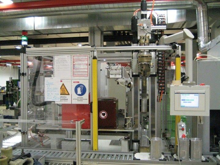 Induktive Erwärm- und Fügeanlage - Ideal für das induktive Erwärmen von Elektromotorgehäusen mit anschließendem automatischem Fügen des Statorpaketes in das Elektromotorgehäuse.
