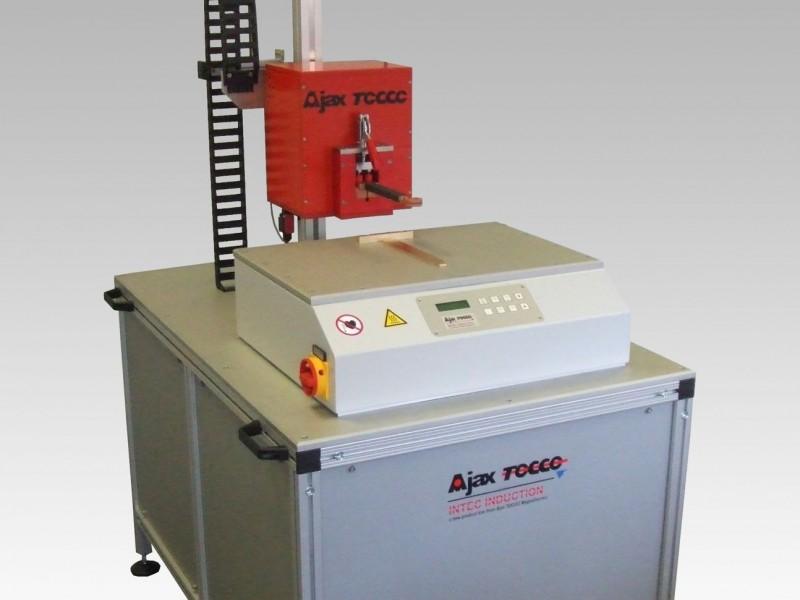 Low-Cost-Lötanlage - Die Induktions-Low-Cost-Lötanlage dient als Einsteigermodell und ist für kleinere Serien oder Vorserien geeignet. Für den Betrieb mit Schutzgas geeignet.