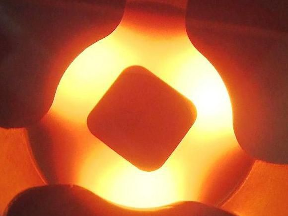 Induktionslötanlagen - Induktives Löten unter Schutzgas bietet viele Vorteile gegenüber einer Schutzgasofenlötung.
