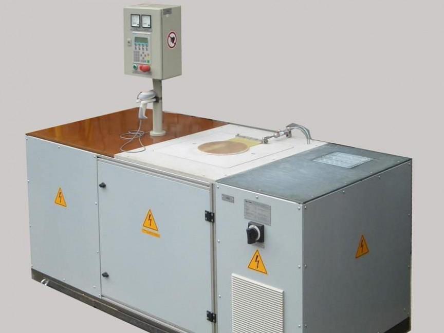 Induktive Universal- Erwärmanlage - Ideal für das induktive Erwärmen, Löten und Fügen für den Elektromotorbau. Die Gehäuse können aus Aluminum oder Guss sein.
