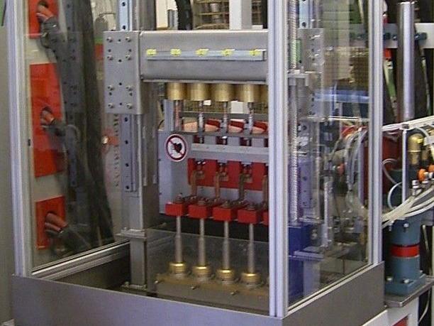 Induktives 3-5 Fach Löt-/ Härte-Anlagensystem Bohrer / Wellen - Härten / Löten von 3 - 5 Werkstücken gleichzeitig (auch unter Schutzgas möglich).