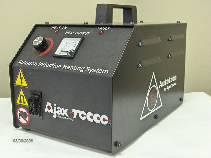 Autotron - Perfect for smaller heating processes and repair work within automotive bodies.<br/><br/><br/><br/>1,5-3 kW / 50 -60 kHz.