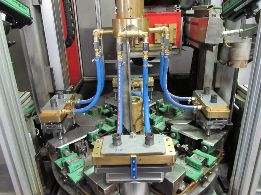Induktive Vertikalvorschub-Drehtellermaschine - Universalmaschine für kleine bis mittlere rotationssymetrische Bauteillängen, durch Vorrichtungswechsel sind auch unsymetrische Bauteile möglich.<br/>