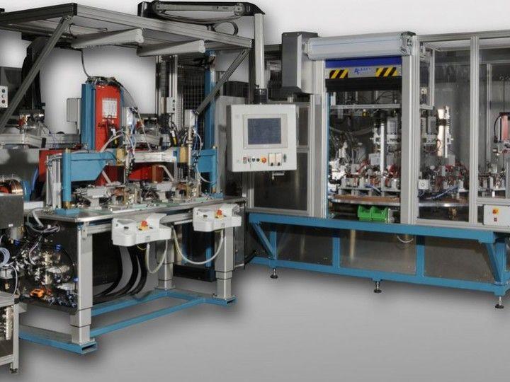Lötanlagensystem - Das Induktions-Lötanlagensystem ist für die Großserienfertigung geeignet. Zusätzliche Einheiten, z.B. Einpressen.