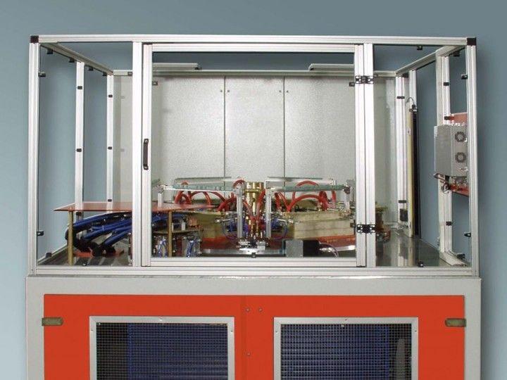 Drehteller-Lötanlage - Die Induktions-Drehteller-Lötanlage ist für die Mittel- bis Großserienfertigung geeignet. Zusätzliche Einheiten, z.B. Markieren.