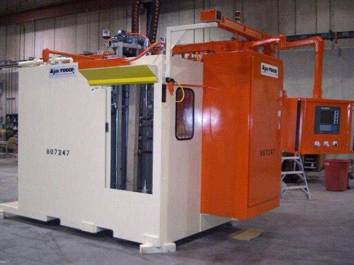 Induktive Vertikalvorschub-Maschine zur Wärmebehandlung - Antriebswellen, Zahnstangen, Ankerwellen, rotationsymetrische Bauteile.